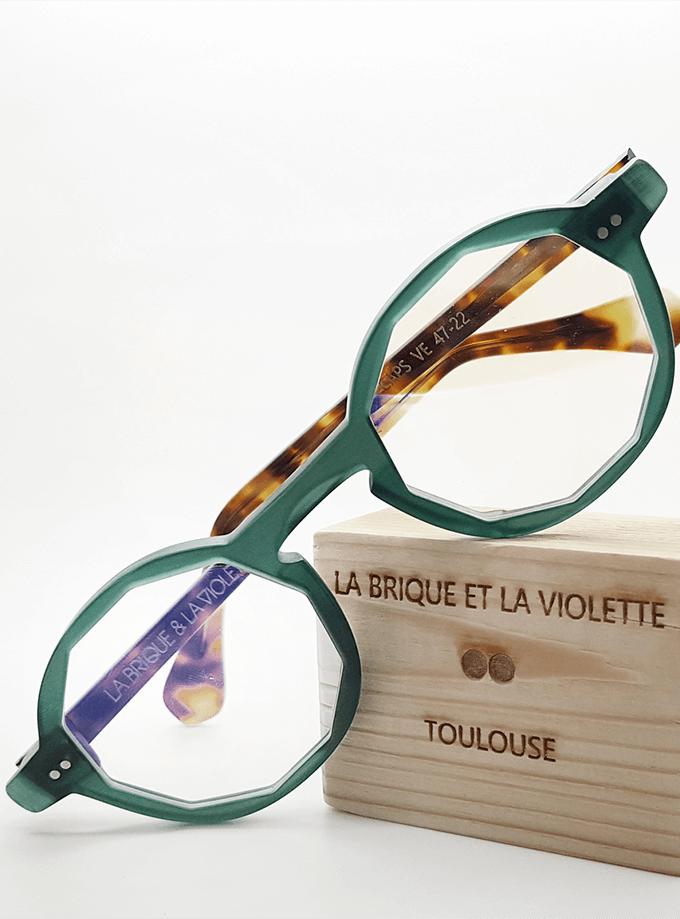Les Mirettes of Marseille, La Brique et la Violette